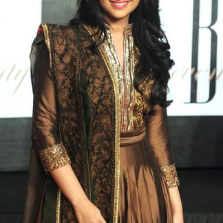 Bollywood Actress Parineeti Chopra in Gold Salwar Kameez-0