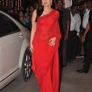 Beautiful Bollywood Actress Kareena Kapoor in Red Saree-0