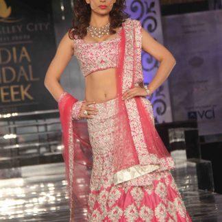 Bollywood Actress Kangana Ranaut in Beautiful Pink Lehenga-0